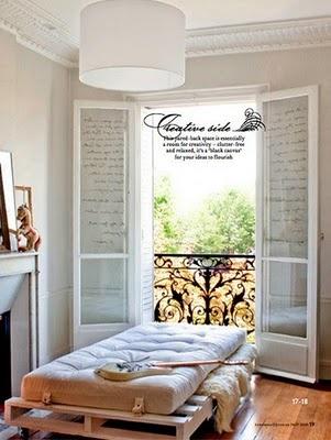 sempre quis fazer uma cama de palets. talvez eu faça um sofazão assim pro quarto de hóspedes...