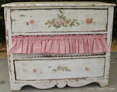 Im really starting to get excited, only 5 more days till our French flea show! I worked on this little dresser yesterday, not quite sure if its frenchy, maybe I should keep it for Fall when we have the Farmgirl Fancies show? No, I think Im bringing it out this time...there is plenty of time to create for the Fall! XO Christie