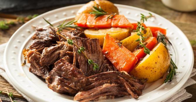 Recette de Boeuf braisé à la courge butternut et aux pommes de terre au thym. Facile et rapide à réaliser, goûteuse et diététique.