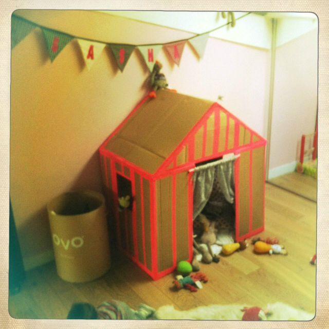 17 meilleures images propos de cartonnage sur pinterest cabanes pour les enfants maisons de. Black Bedroom Furniture Sets. Home Design Ideas