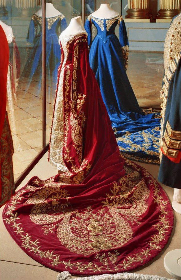 """A magnificent court dress of Empress Maria Fyodorovna """