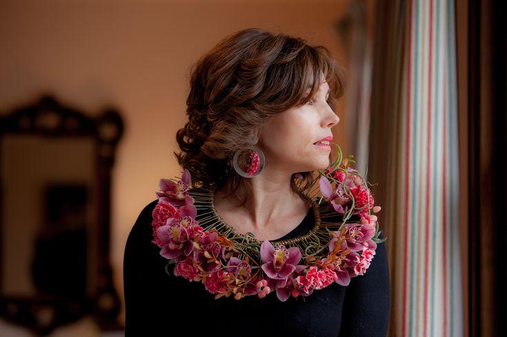 pink exotic neckless #timoboltefloraldesign #luxuryflowers #flowers #floralfashion #flowercrown #bridalwork #wedding #floraldesign