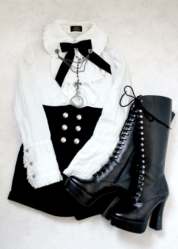 "Every fiber of my being wants me to call this ""Hoochie-Victorian Goth."" LOL. Could be Neo-Victorian for all I know, but I think a Nu Goth would rock it too."
