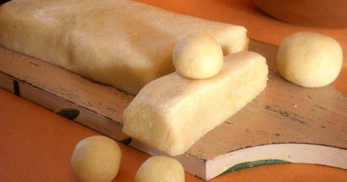 Recepty, ako pripraviť pravý domáci alebo falošný marcipán na poťahovanie tort či tvorbu figúrok. Domáci marcipán, vlastný, nepravý, homemade, postup