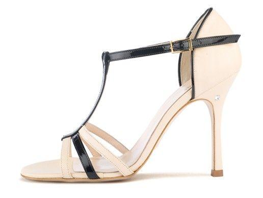Sandalo AIDA in Pelle neutra  e vernice  nera. Tango shoes collection