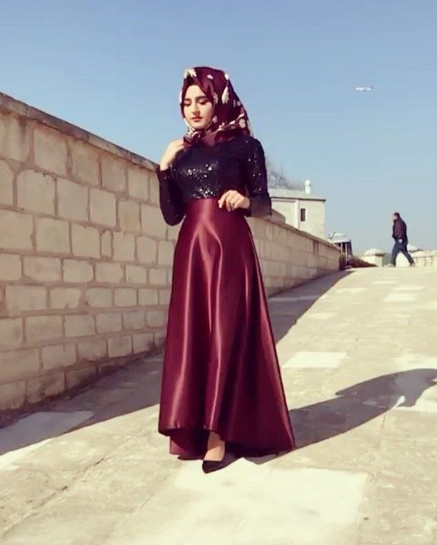 """1,946 Likes, 13 Comments - Tesettür Butik Alemdağ Abiye (@peksekerbutik) on Instagram: """"Payet Siyah Bluz 100 ₺ Bordo Saten Etek 150 ₺ 36-38-40-42 Bedenlerde WhatsApp ile sipariş…"""""""