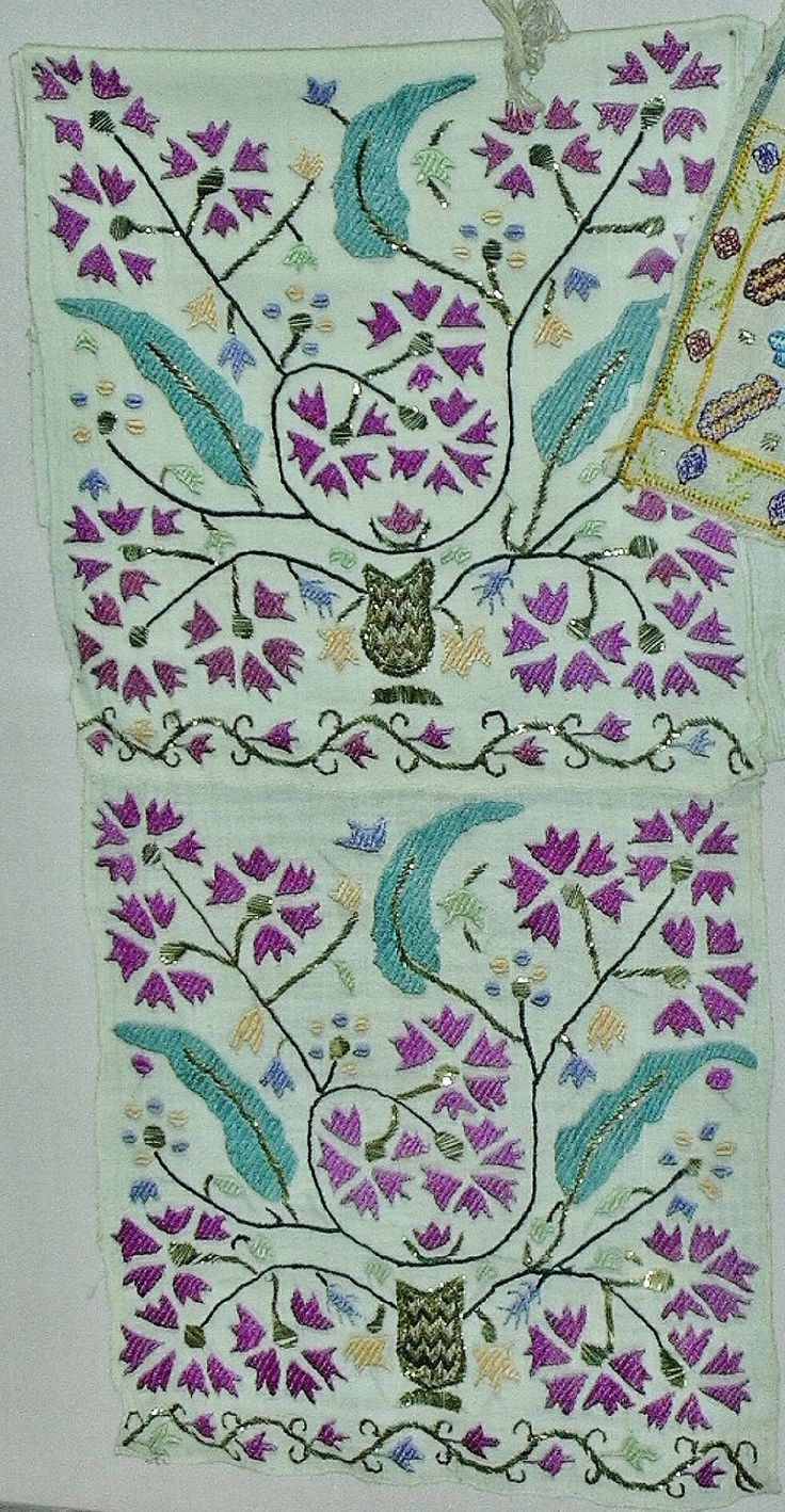 An embroidered 'makrama' (napkin). Late-Ottoman era, c. early 20th century. On exhibit in the Yalvaç Regional Museum (2003). (Picture: J.M. Criel – Archives of Kavak/Antwerpen).