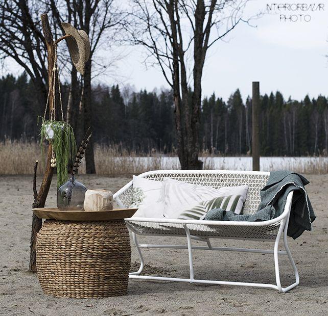 Extérieur bohème avec #banc #Sixties #Blanc coton #Fermob www.fermob.com / #outdoor #white