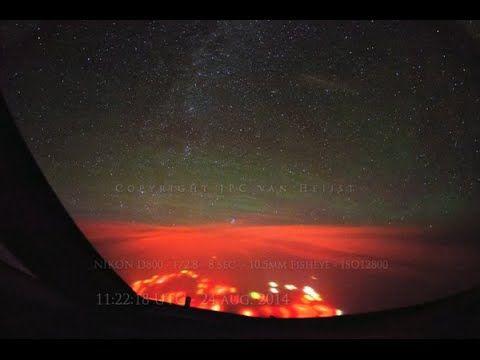 """Pilotos ven un """"aterrador"""" destello rojo en pleno vuelo sobre el océano ..."""