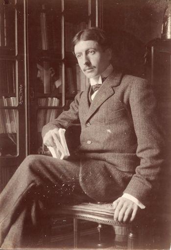 Paul Marsan dit DORNAC (1858-1941) Henri Alain FOURNIER, (La Chapelle-dAngillon, 1886 - Saint-Rémy la Calonne, 1914) écrivain, en 1913 Épreuve dépoque sur papier citrate. 17,2 x 12 cm