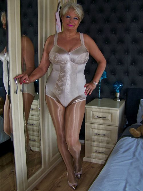 Mature Women In Shiny Pantyhose