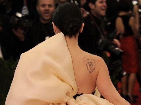 Актриса Кристина Риччи (Christina Ricci) не могла выбрать между львом, призраком и облаком, пришлось решиться на нечто среднее.