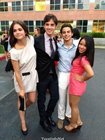 Maia Mitchell (Callie), David Lambert (Brandon), Jake T. Austin (Jesus) and Cierra Ramirez (Mariana).☺