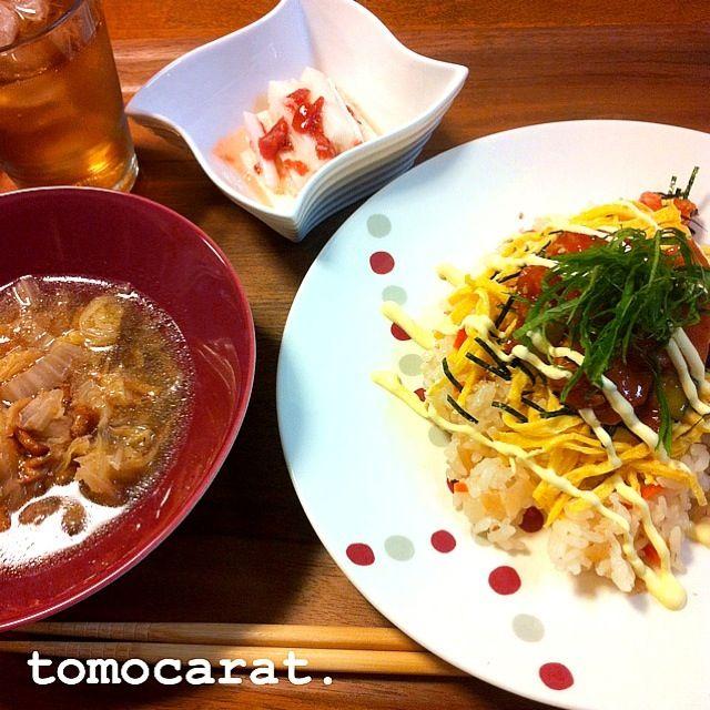 今日は梅干しの日なんやね なのでサッパリ梅肉和え。 ちらし寿司には、サーモンとキュウリをコチュジャンでピリ辛の漬けにしたものを乗せてサラダ寿司風に。 - 80件のもぐもぐ - ピリ辛サーモンちらし寿司、長芋の梅肉和え、白菜とツナとなめこのスープ by tomocarat