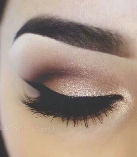 We love this beautiful eye look. Perfect for a night out.