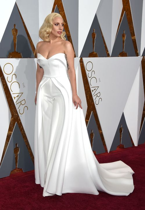 9ca85c8c89fcd Inspirations mariage  les plus belles robes blanches des Oscars. The 25  Hottest Celebrity Stylists in Hollywood. Lady Gaga en combinaison blanche  Brandon ...