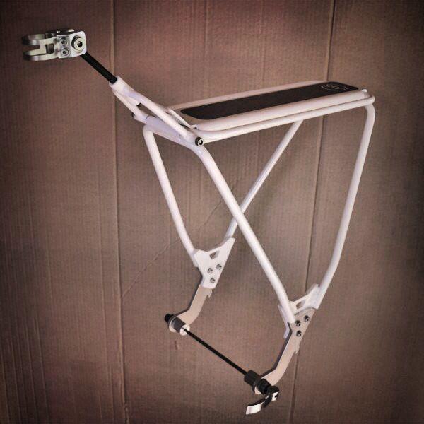 Portabultos articulado diseñado especialmente para bicicleta de montaña de doble suspension