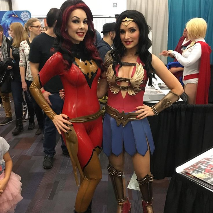 evilyn13 (Evilyn13): I met the very beautiful and talented @alkali_layke this weekend at #fanexpovancouver! If you are not here, you are missing out! #darkphoenix #phoenix #wonderwoman #cosplay #costume #latex #rubber #marvel #fanexpo #vancouverfanexpo #nerd #comics #jeangrey