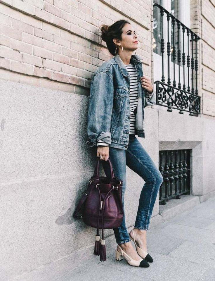 ausgeblichene Jacke und Hose aus Denim mit klassischen Slingpumps