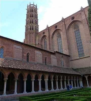 Clocher et cloitre du Couvent des Jacobins à Toulouse