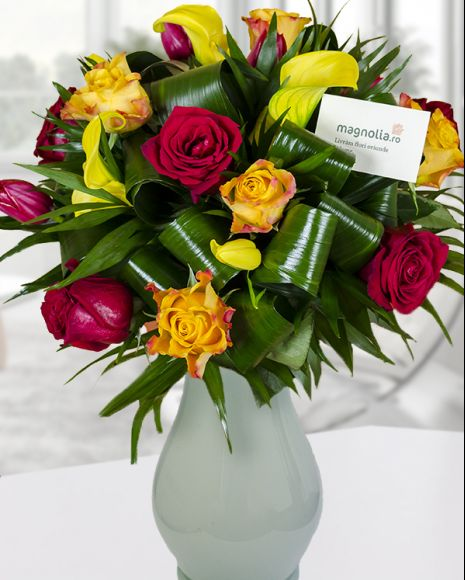 Buchet de toamna flori roşii, portocalii şi galbene. Fall bouquet with red, yellow and orange flowers