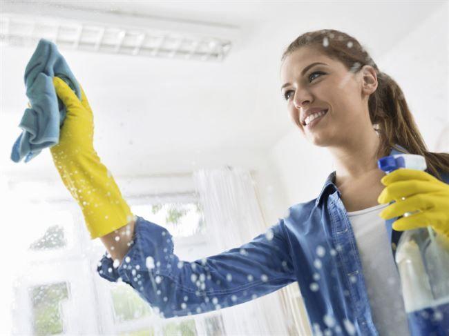 Börjar det bli dags för fönsterputsning? Här ger vi dig alla tips du behöver för att få skinande rena fönster igen.