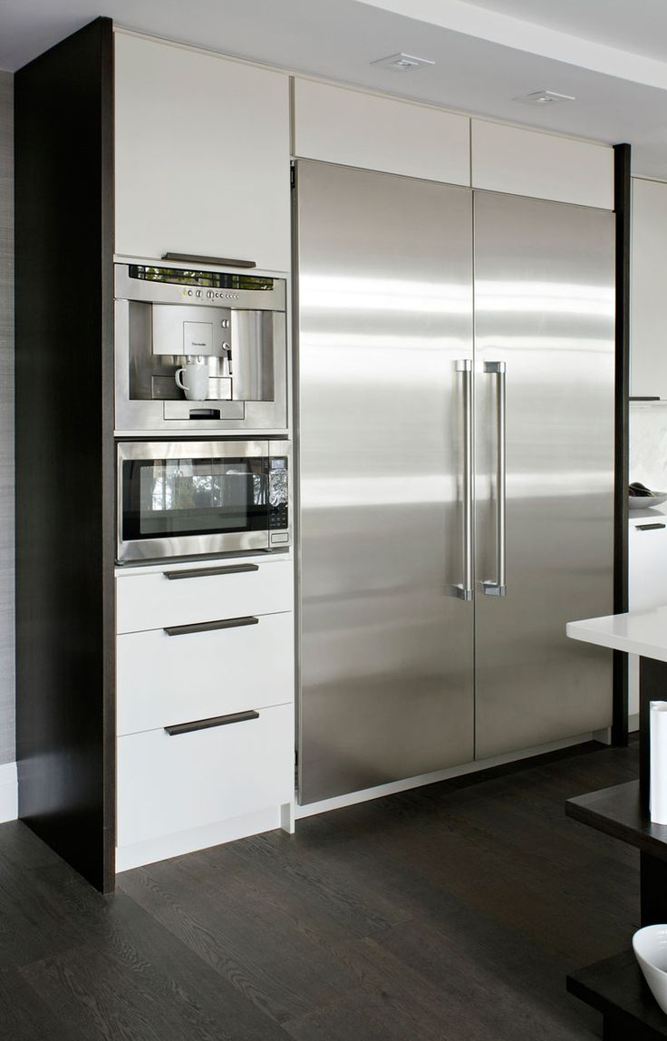 9 Inspirational Examples Of Built-In Coffee Machines // The built-in fully automatic coffee maker adds convenience and style to this modern kitchen.