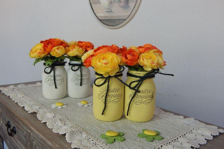 """Vasi dipinti """"FIORI di RANUNCOLO ARANCIO"""" Set 4 barattoli - Primavera - Centrotavola - Cerimonie - Painted jars """"Orange Flowers Ranuncolo"""" di LUCIDELNORD su Etsy"""