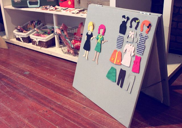 Dress Up #Felt Board Tutorial and Template (for both the felt board and the dolls/doll clothes)
