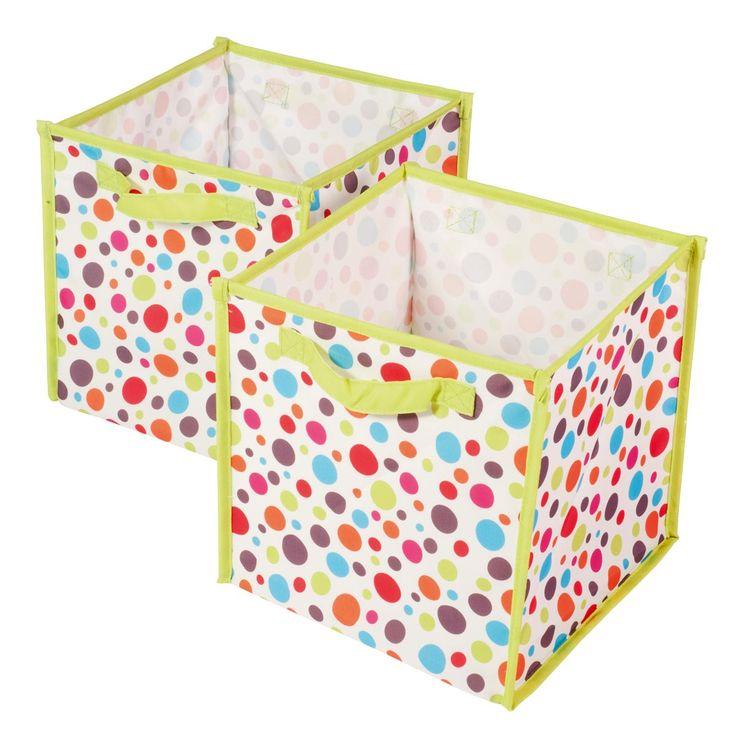 Ces cubes magiques sont à la fois légers et solides. Ils permettent de ranger de nombreux jouets. L'enfant les remplit de ses peluches, ses jeux, ou ses déguisements. Il attrape les deux poignées et peut les porter lui-même. Ces cubes  peuvent se ranger dans les étagères à casiers spécialement conçues pour les accueillir (avec d'autres cubes magiques, de plus petite taille). On peut aussi les poser directement par terre ou dans le bas d'un placard. Ils existent en plusieurs couleurs. Quand…