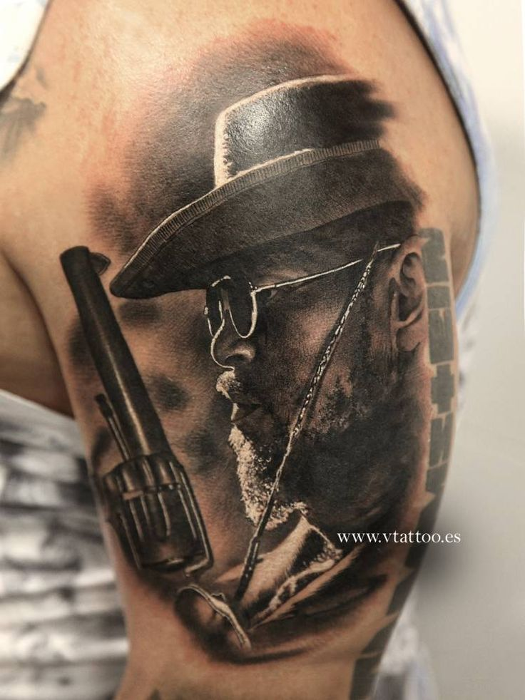 Tatuaje black and grey inspirado en la película Django.