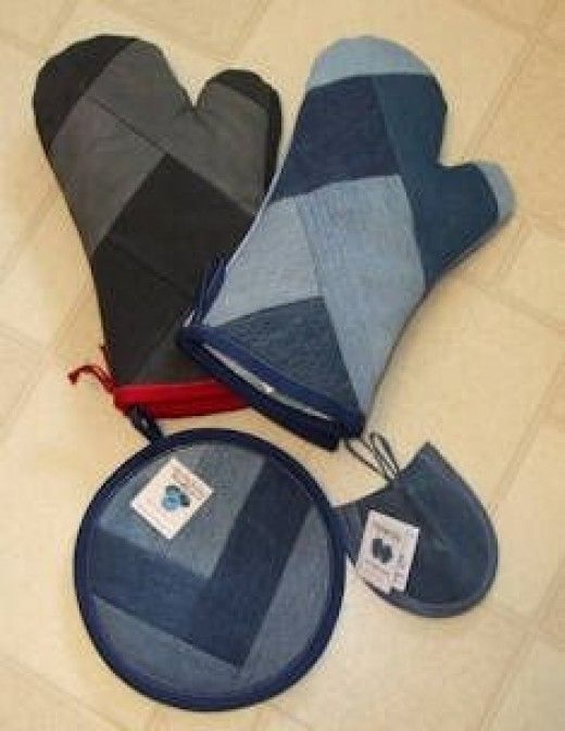 ** Oven Mitts & Hot Pads Made Out Of Recycled Denim