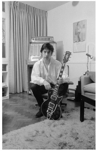 ♬'''Chris Spedding Crédits : Fin Costello / Employé Editorial - n° : 117169454 Collection : Redferns Chris Spedding, British rock and roll and jazz guitarist, posing with his guitar at home in Wimbledon, London, England, Great Britain, 1978. (Photo by Fin Costello/Redferns/Getty Images)... :) ...'''♬ http://www.gettyimages.fr/license/117169454