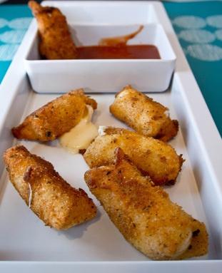 A lighter version of mozzarella sticks.Wonton Wrappers, Cheesy Delicious, Marinara Sauces, Minis Dog Qu, Minis Mozzarella, Wontons Wrappers, Bites Sizeappet, Ww Recipe, Mozzarella Sticks Recipe