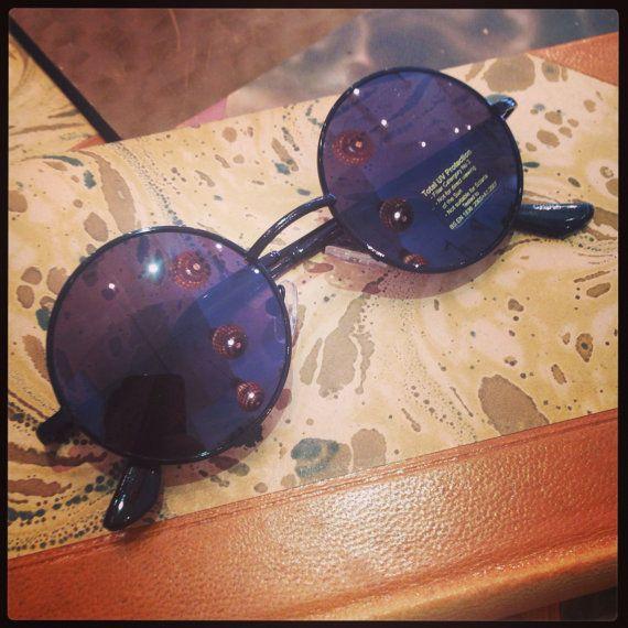 Retro sunglasses: John Lennon 60's style small black.