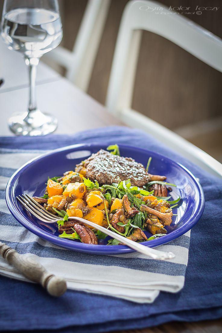 Warm salad with pumpkin, chantarelles, lentils and pecans