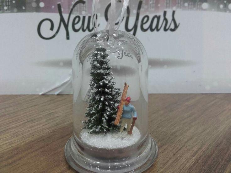 Christmastree ornament made from glass and we created a little 'winter' feeling inside #xmas #xmasdecoration #christmas #christmastree #christmastreeornament #diorama #miniature #skiing #gift #idea #karácsony #karácsonyfadísz #ajándék #ötlet #budapest