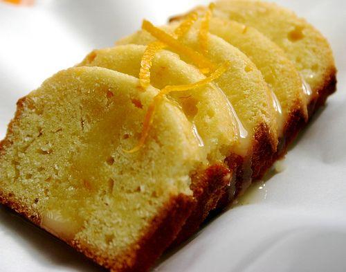 INGREDIENTES: – 300 gr de harina – 120 gr de azúcar – 80 gr de manteca – 2 huevos batidos – 2 naranjas – ralladura de las mismas PREPARACIÓN: En un bowle…