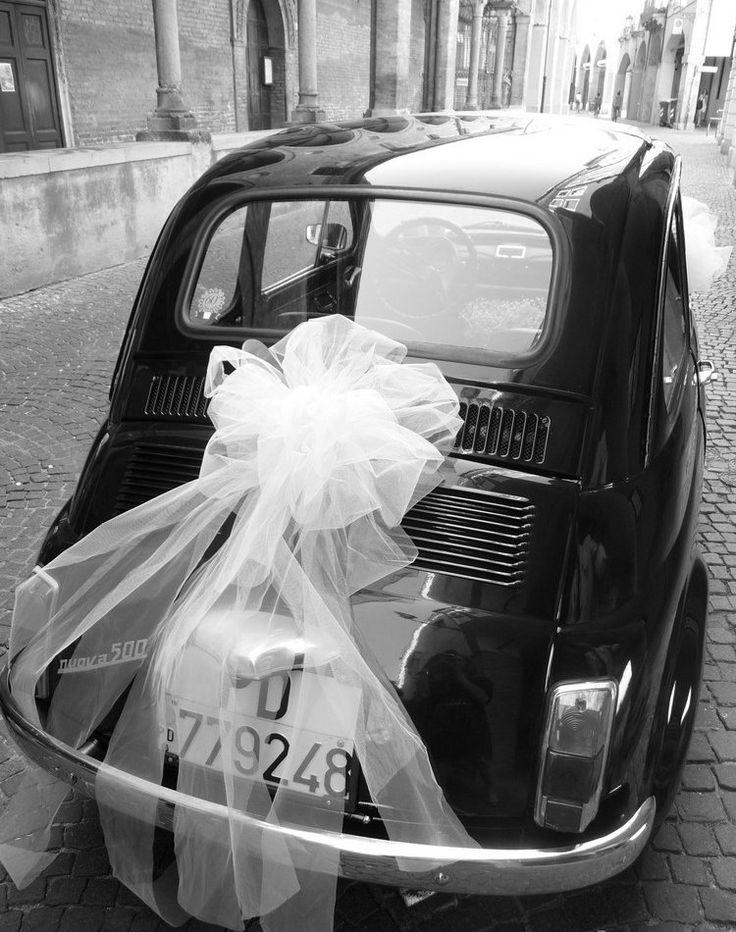décoration voiture mariage style rétro vintage rubans ballons ardoise jeunes mariés #wedding #style #cars #decoration