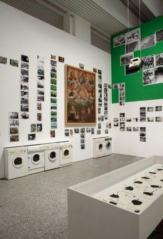 Eduardo Molinari, {ITALIC} The Soy Children{ENDITALIC}, 2010. Maleriet i centrum: Anonym, 16. århundrede,  {ITALIC}Imposition of the Chasubl...