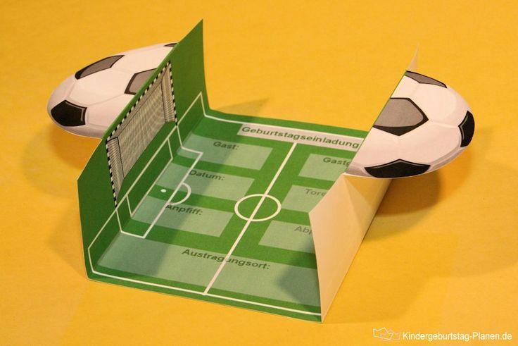 Für kleine und große Fußballfans gibt es hier natürlich die passende Einladungskarte zum Geburtstag! Drucke die Vorlage und erstelle ruckzuck eine tolle Pop-Up Einladung.