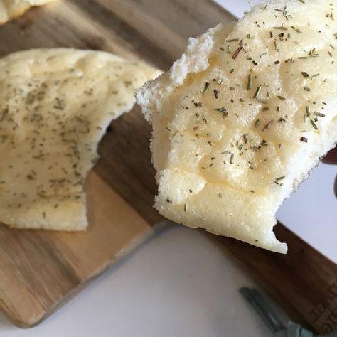 Einfaches Brot aus 3 Zutaten (Ei, Frischkäse, Backpulver) und ohne Kohlenhydrate, Zucker oder Gluten? Das musste ich ausprobieren! :-) #wolkenbrot