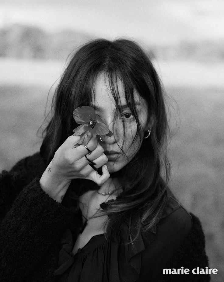 """Lee Hyori tuổi 20 thích âm nhạc, cô điên cuồng hát hò, nhảy múa. Lee Hyori 34 tuổi yêu say đắm chàng nghệ sĩ nghèo, cô gác lại sự nghiệp đồ sộ để về đảo Jeju """"quy ẩn"""" cùng chồng. 37 tuổi, nữ diva trở lại làng giải trí như một quyết định của bản năng."""