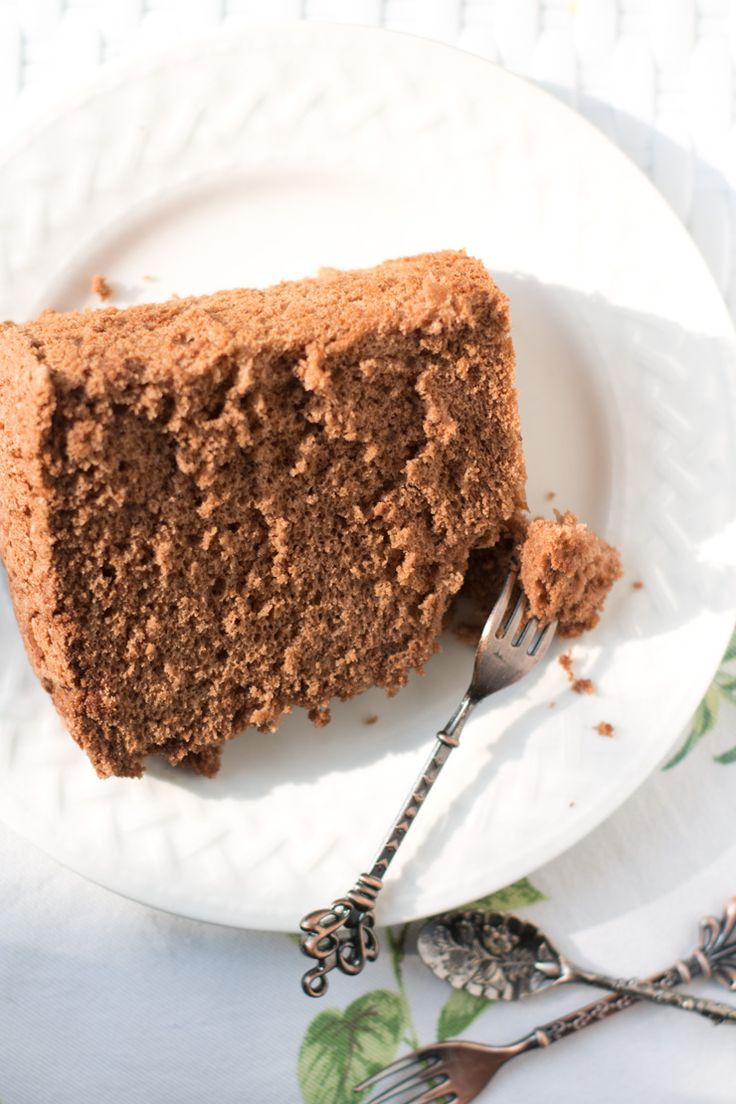 Chiffon cake al cacao  Una torta favolosa per la merenda o la colazione. Provatela con la nutella. Clicca per la ricetta e condividi se ti piace
