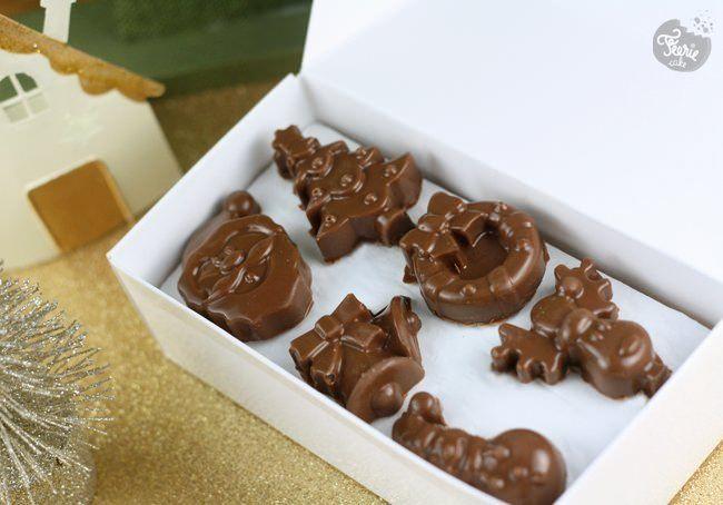 Voici une recette de praliné idéale pour confectionner vos chocolats maison…mais pas que. C'est aussi top pour faire des cookies à tomber. En 5 minutes votre fourrage praliné est prêt et vous n'avez aucune excuse pour ne pas faire de délicieux chocolats maison à offrir. C'est décidé (enfin, on l'a décidé pour vous…), cette année vous allez offrir offrir et offrir plein de bonnes choses à déguster! La recette du fourrage praliné: 110g de praliné 40g de chocolat noir 10g...Lire la suite