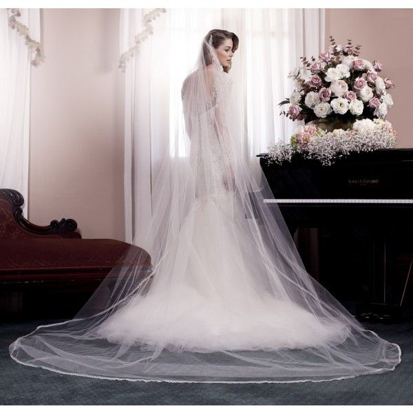 Delicate trim adorns this traditional single tier veil, defining the cascading edges beautifully.Features of the Sevilla veil:-Handmade in Australia.-Soft tulle that elegantly frames your gown in Cathedral length.-Fine lace scallop trim that finishes off the edges delicately.-Gathered onto metal hair comb that can be moulded and pinned into any hair style.This is a 'made to order' piece and upon ordering will take between 5 - 7 weeks to craft.Once the order is paid for in full, there is no…