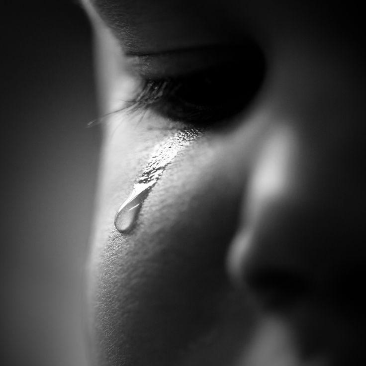 правило, грустные черно белые картинки со слезами случилось