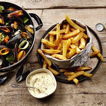 Wat hoort er bij Mosselen? Juist: friet! Probeer dit lekkere recept eens: Moules frites.