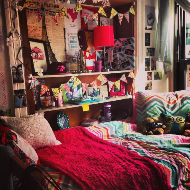 Really colorful bohemian style dorm decoration // dorm room inspiration