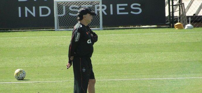 Marcelo aguarda por Marcos Rocha e não revela o substituto de Fred.